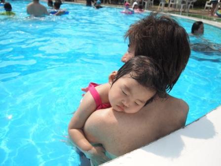 プールで睡眠